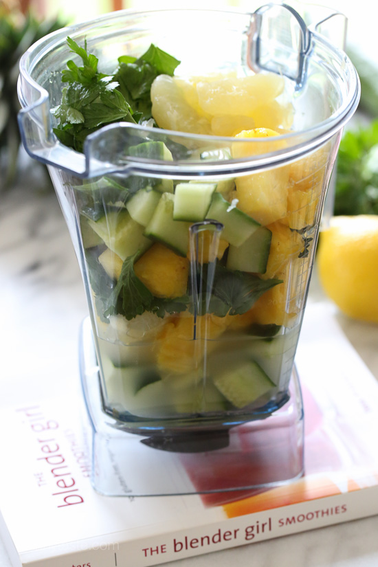 Cucumber, Parsley, Pineapple and Lemon Smoothie – dairy-free, paleo and vegan!