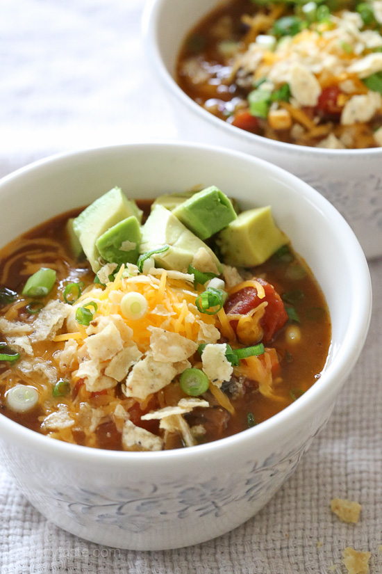 Hearty Vegetarian Pumpkin Chili – break out your soup pot, you'll want to make a batch of this delicious, hearty vegetarian chili today!