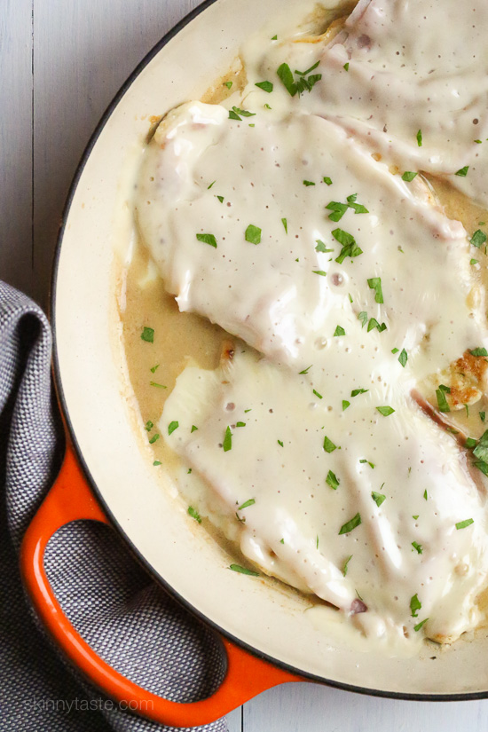 Skillet Chicken Cordon Bleu – this quick, light chicken dish is inspired by one of my favorite dishes – chicken cordon bleu without the rolling, breading and baking. It's delicious, low carb and perfect for weeknight cooking!
